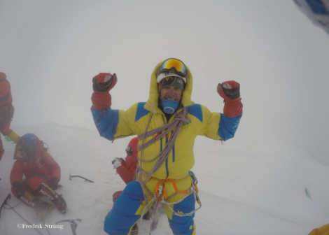 Fredrik Strang in snowstorm broad peak summit 2017