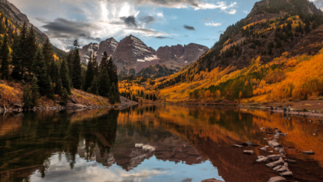 Maroon Bells Aspen Colorado in autumn for hiking