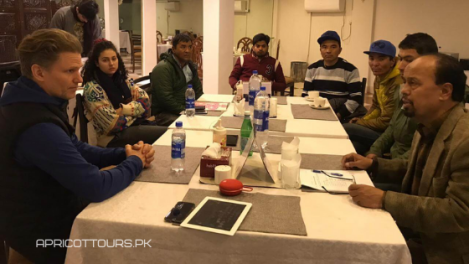Apricot Tours LO Briefing K2 Winter 2020